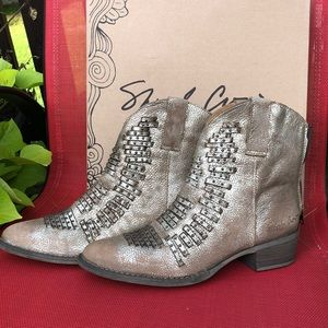 Sheryl Crow Foe Distressed Gold Boot - Size 10